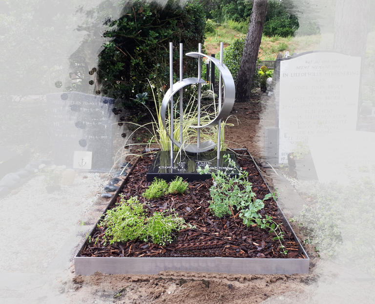 grafsteen-kunstwerk-ontworpen-van-rvs-1.jpg