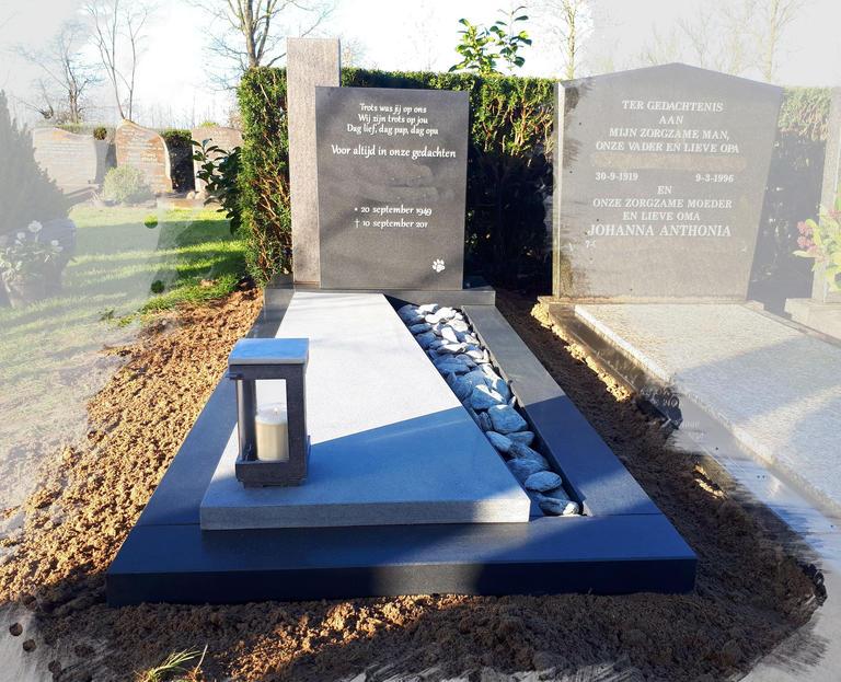 grafsteen met grijs tinten en lantaarn te Woerden