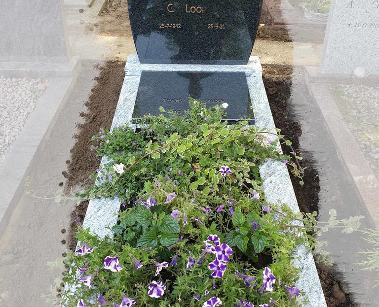 grafsteen-schoonhoven-bij-de-rooms-katholieke-kerk-1.jpg