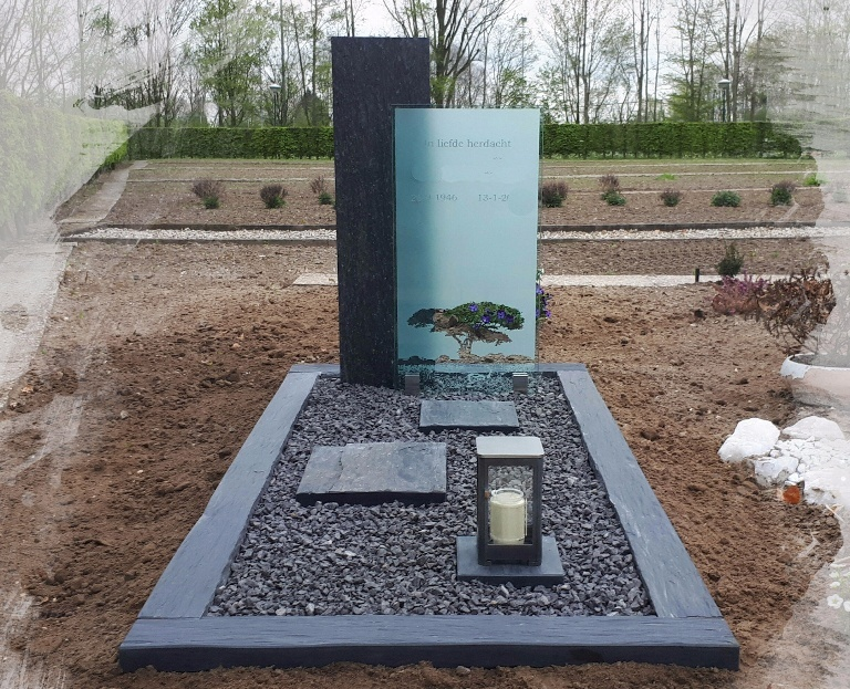 Leisteen grafmonument met glasplaat