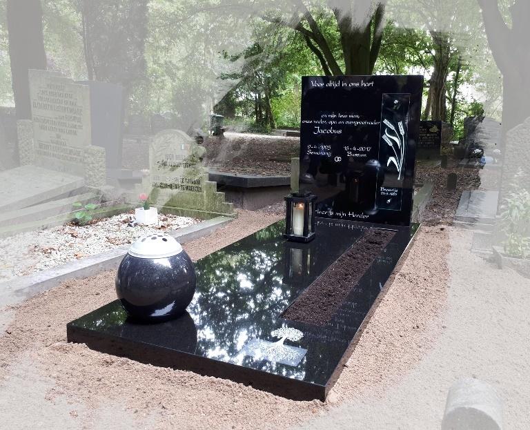 Grafsteen met vaas en lantaarn