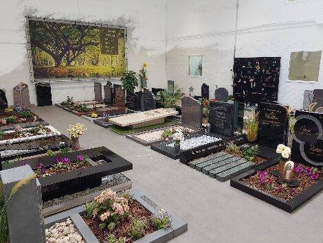 Grafstenen showroom Woerden van Dam natuursteen.jpg