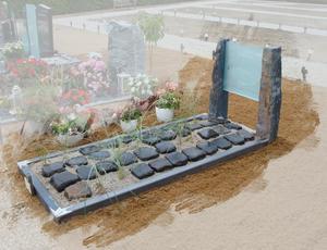 Grafsteen leisteen met glas te Oudewater