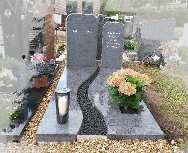 Grafsteen met 7 dagen kaarsen lantaarn te Houten