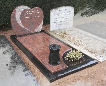 Grafstenen Hartmodel met granieten bloemenvaas te de Meern