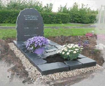 Grafsteen Mat grijs met ruwe zijkanten te Montfoort