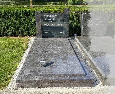 Kesteren, grafsteen met plinten van graniet en glas