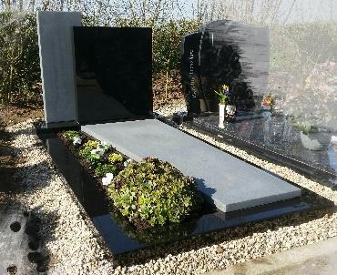 Grafsteen Twee keurig met tuinvak