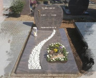 grafsteen met speciaal plantvak en levensweg