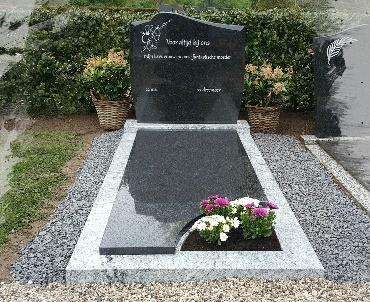 Grafsteen met 2 kleuren graniet