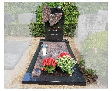 Granieten monument met vlinder