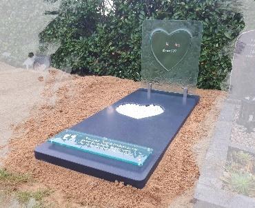 Grafsteen glas met natuursteen en rvs