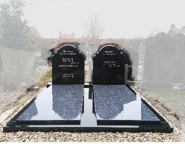 Dubbelgrafsteen van graniet