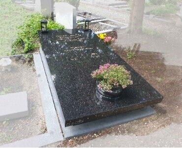 amsterdam. begraafplaats zorgvlied. star galaxy grafsteen