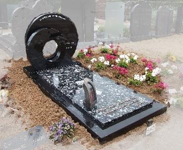 Grafsteen met speciale dekplaat van graniet