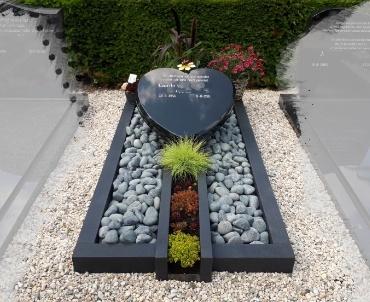 begraafplaats Lienden grafmonument met hart