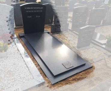 begraafplaats Zegveld gezoet zwart graniet