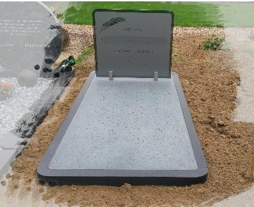 Grafsteen met Glasplaat en graniet met rondingen als afwerking Culemborg