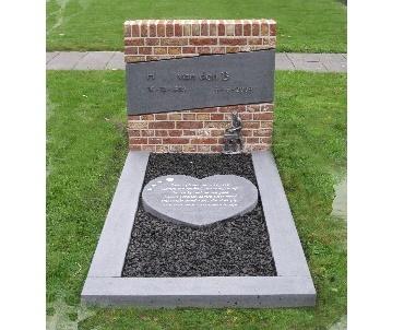 Grafsteen gemetseld met knipvoeg Lopik