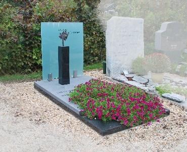Grafsteen met gebogen glasplaat Odijk