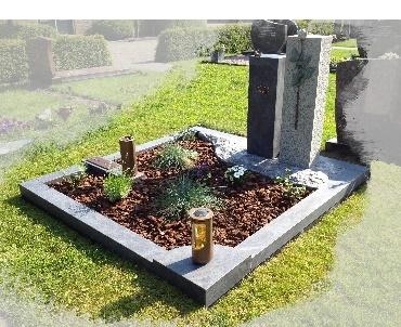 Dubbel brede grafsteen met bronzen roos Lopik