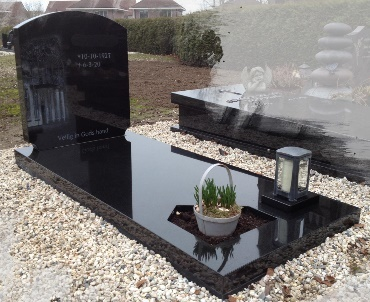 Grafsteen van zwart graniet