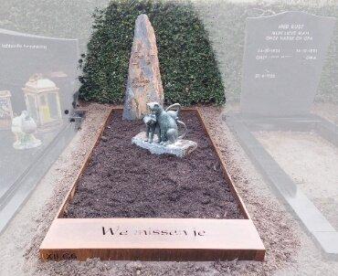 grafmonument cortenstaal met leisteen en brons