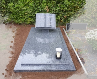 grafmonument met boekvorm graniet