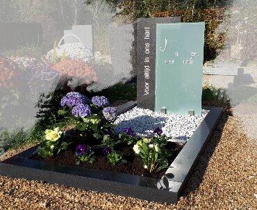 grafmonument met glas te Odijk