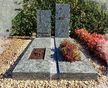 Grafmonument Olive Green graniet gezoet met bronzen tekst