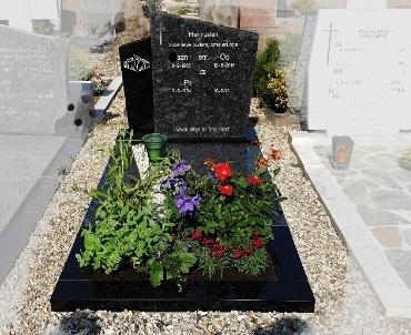 grafsteen houten. rk begraafplaats.