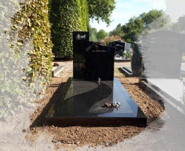 grafsteen-meerkerk-zwart-graniet-en-impala-in-elkaar-gelegd