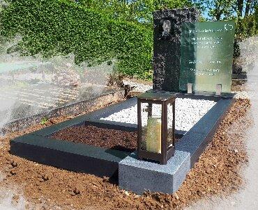 grafsteen met glas en lantaarn
