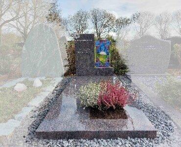 grafsteen met glas in lood