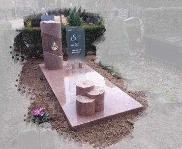 grafsteen met glas te Woerden