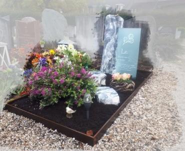 grafsteen met glasplaat te Bunnik
