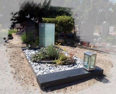 grafsteen met glasplaten