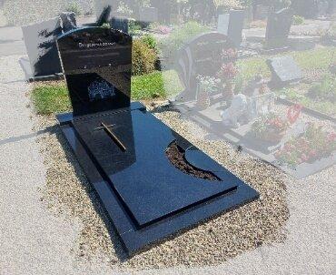 grafsteen met grote gravure 1