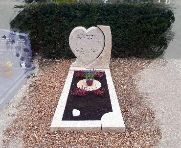 grafsteen met hartvorm