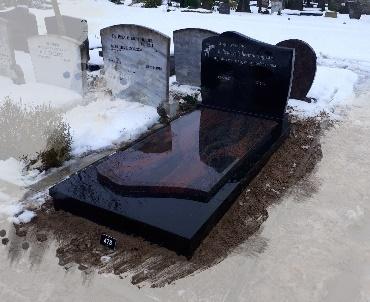 grafsteen met indian aurora dekplaat