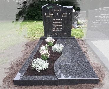 grafsteen met sierlijk plantvak