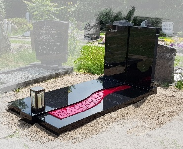 grafsteen met speciale rode glasplaat Nieuwegein