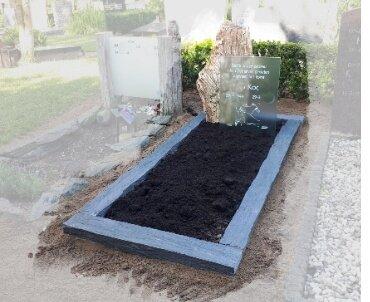 grafsteen met versteend hout en glas