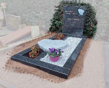grafsteen met viscout hart en glas