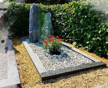 grafsteen ruw met leisteen en glas
