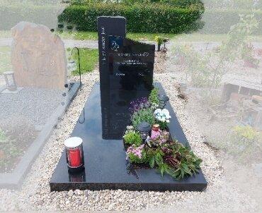 grafsteen zwart gezoet en gepolijst