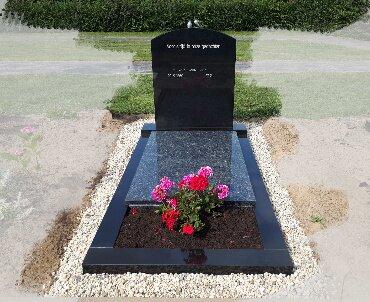 grafsteen met twee bronzen vogeltjes