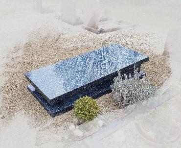 grafzerk met luxe plinten van graniet