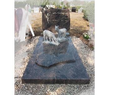 Grafsteen met granieten alpaca's Schalkwijk