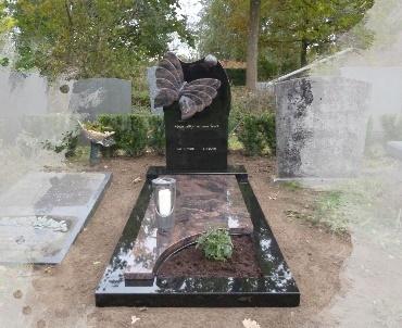 Grafsteen met granieten vlinder Woerden